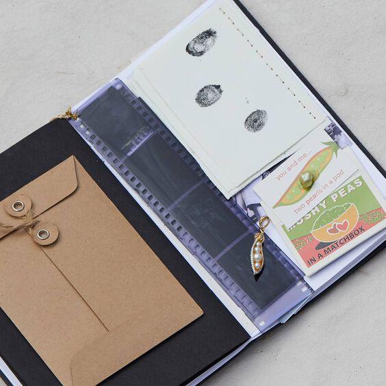 18ct Gold Pearl Tsavorite Pea Pod Charm | Annoushka jewelley
